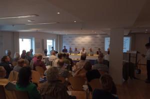 Alex disktutiert mit Klaus Ernst (Linke, gerade abwesend), Dieter Janecek (Grüne), Dr. Daniel Volk (FDP), Roland Fischer (SPD), Max Straubinger (CSU) über Arbeit und Rente.
